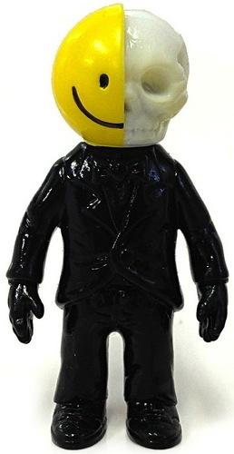 Jekyll_and_hyde_smile_skull_-_black-secret_base-jekyll_and_hyde_smile_skull-secret_base-trampt-107315m