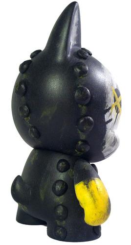 Me-ow-dannolsenart-trikky-kidrobot-trampt-116728m