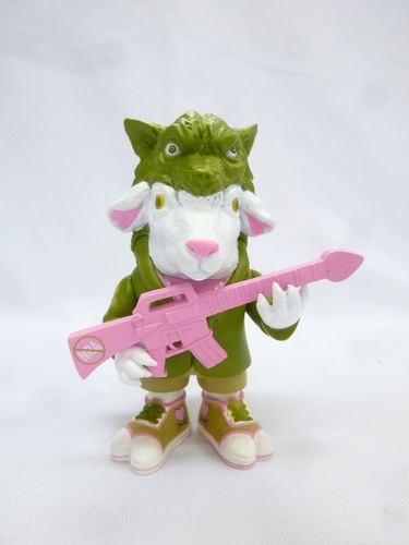 Falla_sheep_-_green_pink_gun-ron_english-falla_sheep-popaganda-trampt-119274m