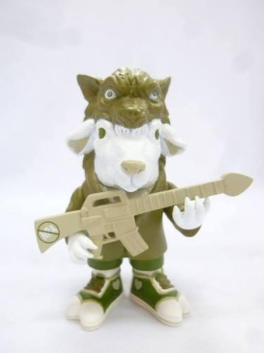 Falla_sheep_-_green_grey_gun-ron_english-falla_sheep-popaganda-trampt-119275m