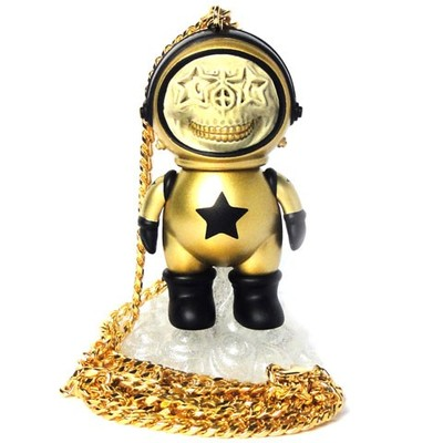 Dum_english_astronaut_skull_star_necklace_-_gold-chris_brown_ron_english-dum_english-made_by_monster-trampt-124194m
