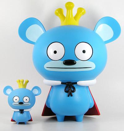 Bossy_bear_12_-_blue-david_horvath-bossy_bear-toy2r-trampt-124461m