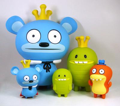 Bossy_bear_12_-_blue-david_horvath-bossy_bear-toy2r-trampt-124463m