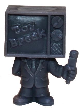 Toy_break_mascot_-_grey-george_gaspar-toy_break_mascot-october_toys-trampt-125090m
