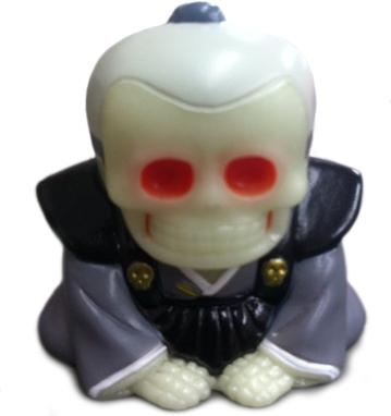 Honesuke_-_nycc_skull_toys_gidblk-mori_katsura_skulltoys-honesuke-realxhead-trampt-125128m