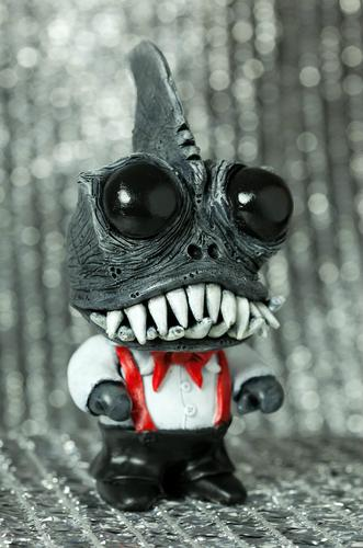 Corporate_shark-davemarkart-munny-trampt-125554m