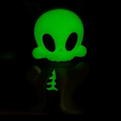 Wandering_misfits_boo_green_glow-kathie_olivas_brandt_peters-wandering_misfits-cardboard_spaceship-trampt-127130m
