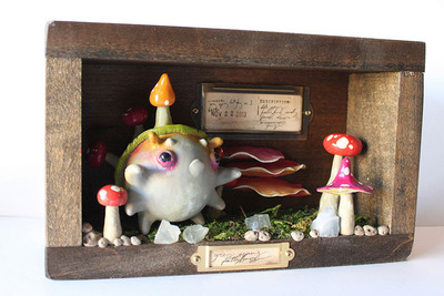 Shroom_fattybug_diorama_box_no_1-sawdust_bear-resin_epoxy_resin_wood_acrylic_paint_vintage_findings-trampt-127234m