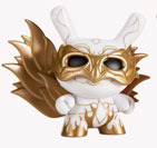 Masked_costume_white-andrew_bell-dunny-kidrobot-trampt-127898m
