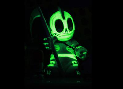 Kidreaper_whitegid_-_kidrobot_15-andrew_bell-kidrobot_mascot-kidrobot-trampt-128686m