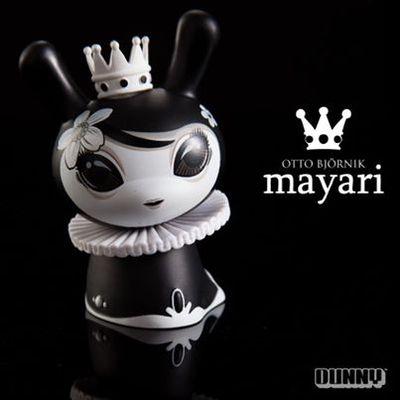 Mayari_-_black-otto_bjornik-dunny-kidrobot-trampt-128817m