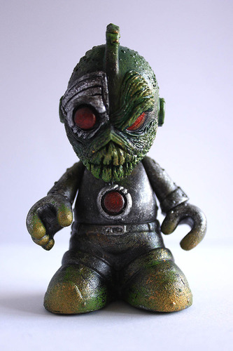 Cy_alien-don_p_patrick_lippe-bots-trampt-128858m