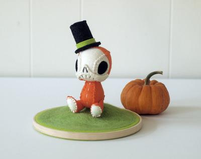 Nonesuch_skelve_-_halloween-nonesuchgarden-nonesuch_skelve-nonesuchgarden-trampt-131255m