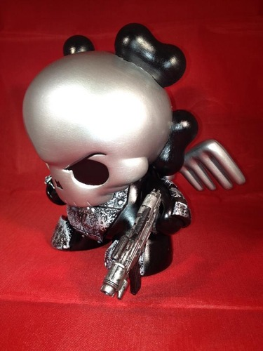 Mecha_skullhead-wigalicious_shawn_wigs-kidrobot_dunny-kidrobot-trampt-133787m