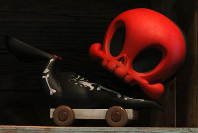 Red-death_skeleton_pull_cart_skelve-brandt_peters_kathie_olivas-skelve-trampt-135656m