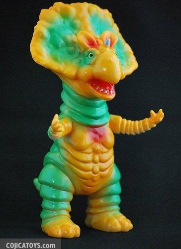 Monoclon_yellow_green-hiramoto_kaiju-monoclon-cojica_toys-trampt-140581m
