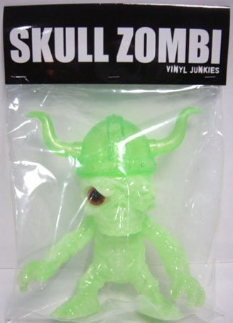 Skull_zombi_-_wf_42_green_gid_orange_eye-blobpus_vinyl_junkies-skull_viking_zombie-vinyl_junkies-trampt-140938m