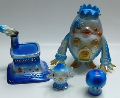 Kaijindoumei_dream_house_monster_-_mount_blue_studio-kaijin_noriya_takeyama-kaijindoumei-one-up-trampt-140998m