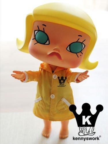Friendly_molly_-_molly_in_the_rain-kenny_wong-friendly_molly-kennyswork-trampt-141021m