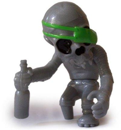 Skullpirate_-_silvergreen-pushead-skullpirate-secret_base-trampt-143614m