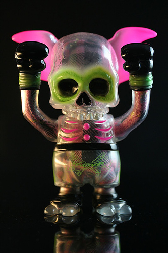 Skullwing_neon_pink-pushead-skullwing-secret_base-trampt-143640m