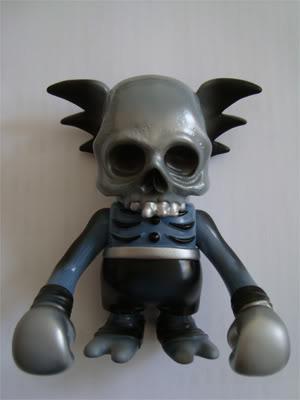 Skullwing-pushead-skullwing-secret_base-trampt-143746m