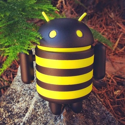 Buzzz_the_android_bee-evilos-android-trampt-144095m