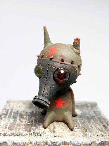 Drilone_military_gasmask_ash-brandt_peters_drilone_kathie_olivas-wandering_misfits-trampt-150708m