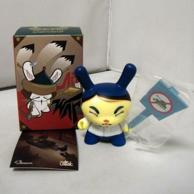Untitled-luihz_unreal-dunny-kidrobot-trampt-151096m