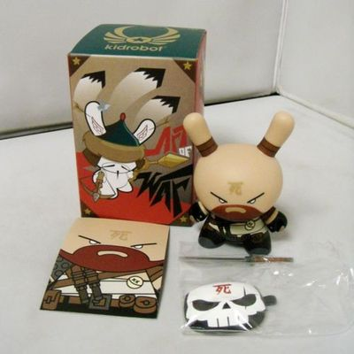 Untitled-huck_gee-dunny-kidrobot-trampt-151099m