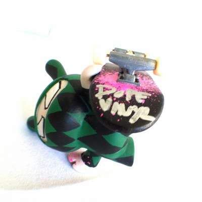 Handplant_ninja_green_diamond-tony_gil-dunny-trampt-153649m