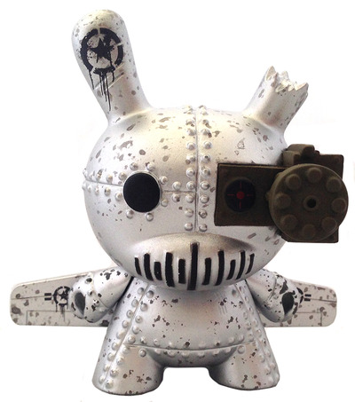 A-10_tank_destroyer_silver-drilone-dunny-kidrobot-trampt-156863m