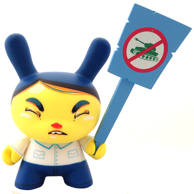 Stop_the_tanks-luihz_unreal-dunny-kidrobot-trampt-156878m