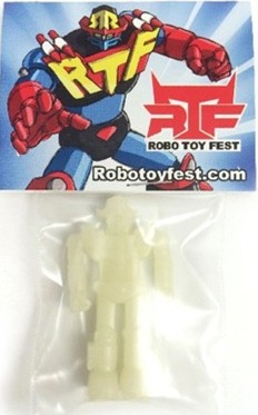 Robo_toy_fest_gid_figure-luke_chueh_sucklord-suckle-dke_toys-trampt-160555m