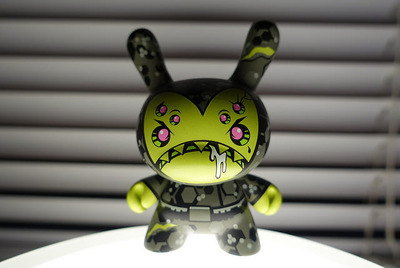 Double_up-devious-dunny-kidrobot-trampt-164403m