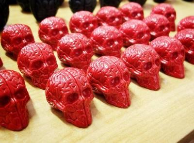 Mini_skull_brains_-_red_outland_designertoys_store_exclusive_edition-emilio_garcia-skull_brain_emili-trampt-164687m