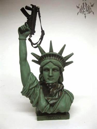 Americas_queen_gangsta_bitch-nemo_mike_mendez-lady_liberty-trampt-167922m