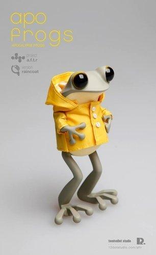 Apofrog_yellow_coat_ver-twelvedot-apofrog-twelvedot-trampt-168232m