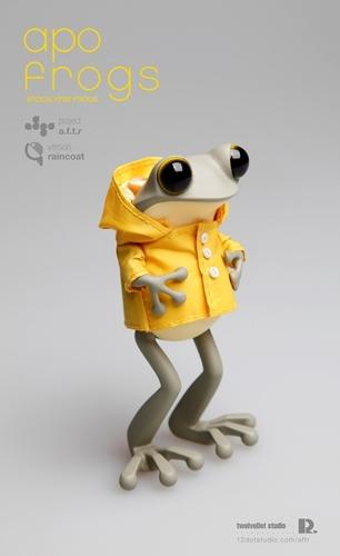 Apo_frog_-_raincoat_version-twelvedot_studio-apo_frog-twelvedot_studio-trampt-168983m