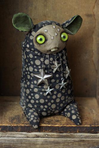 Spring_stargazer-amanda_louise_spayd-dust_bunnies-trampt-175270m