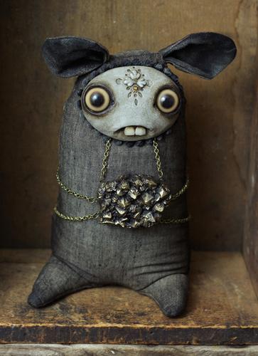 Pyrite_guardian-amanda_louise_spayd-dust_bunnies-trampt-175273m