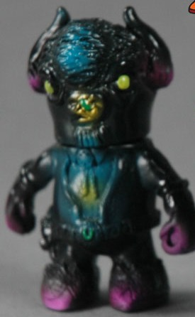 Errant_-_cutty_the_mutated_buffalo_black-uhoh_toys-errant-uhoh_toys-trampt-181889m