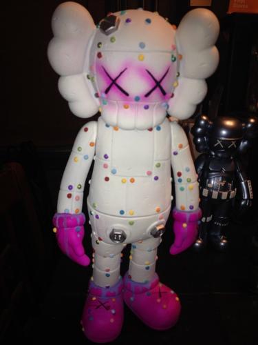 Skittles_robot_hand-wigalicious_shawn_wigs-companion-trampt-186830m