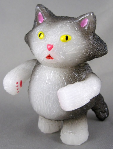 Chubby_tough_-_grey__white-grumble_toy_chris_bryan-chubby_tough-grumble_toy-trampt-192875m