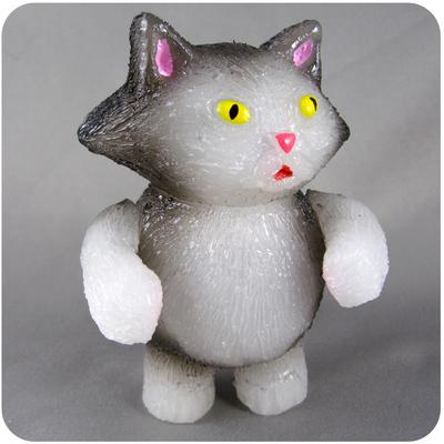 Chubby_tough_-_grey__white-grumble_toy_chris_bryan-chubby_tough-grumble_toy-trampt-192876m