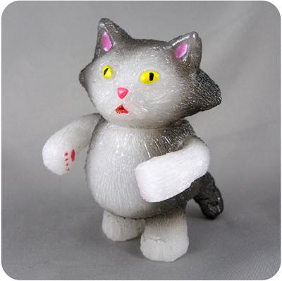 Chubby_tough_-_grey__white-grumble_toy_chris_bryan-chubby_tough-grumble_toy-trampt-192877m