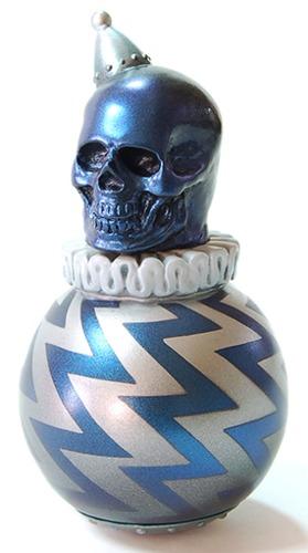 Cult_balla_blue_skull-a-kikkake-roly-poly_the_bomb-kikkake_toy-trampt-192974m