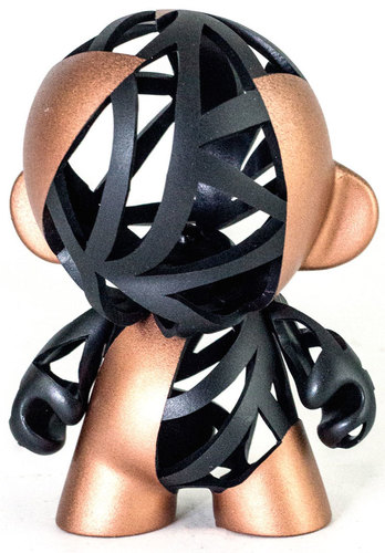Black_and_gold-carson_catlin-munny-trampt-195165m