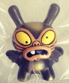 Baby_greasebat__brown_chocolate_with_golden_spray-chauskoskis-dunny-trampt-195175m