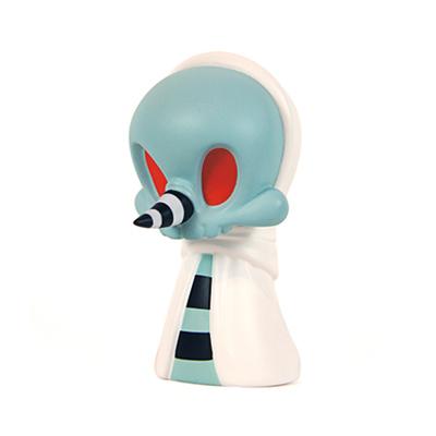 Blue__white_greeter-kathie_olivas_brandt_peters-wandering_misfits-cardboard_spaceship-trampt-195622m